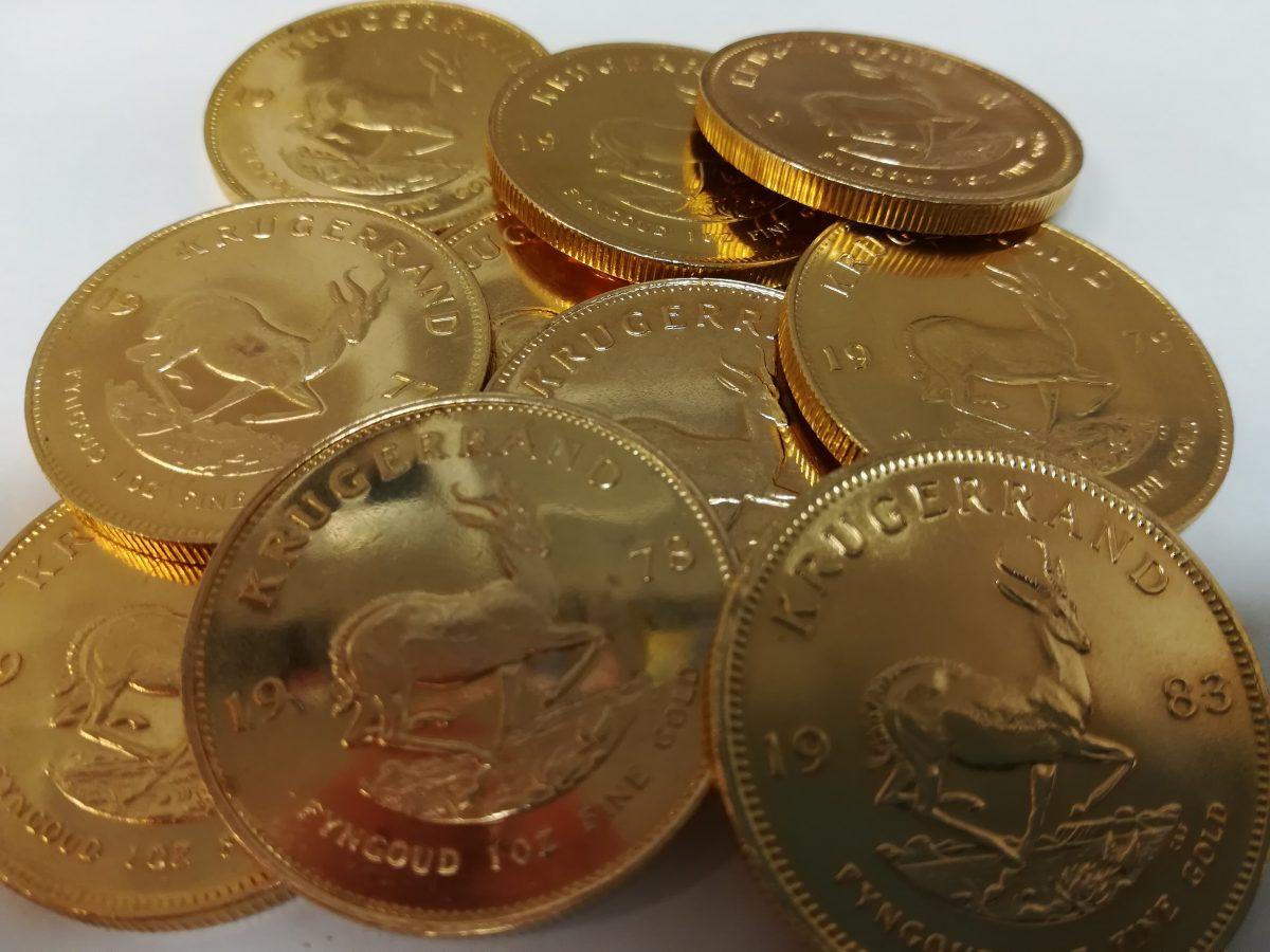 Jakie są koszty związane z nabyciem sztabek lub monet ze złota