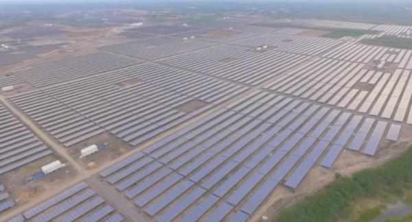 Największy park paneli słonecznych na świecie. Kamuthi, Indie.